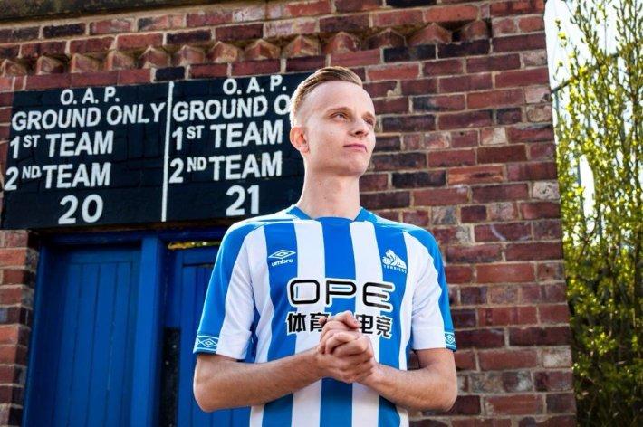 huddersfield-2018-2019-umbro-home-kit (11)