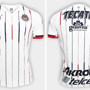 """f978ec5ecde A stamp in the colors of the Mexican national flag tha reads """"Haz Patria  Rojiblanca"""" is stamped on the inside neckline of the 18 19 Chivas home kit."""