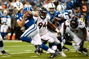 andrew-luck-escaping-defense