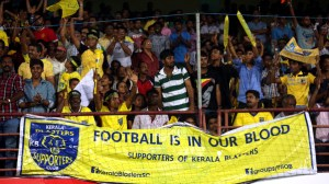 Fan's enjoy's during match 27 of the Hero Indian Super League between Kerala Blasters FC and Delhi Dynamos FC held at the Jawaharlal Nehru Stadium, Kochi, India on the 9th November. Photo by:  Sandeep Shetty/ ISL/ SPORTZPICS