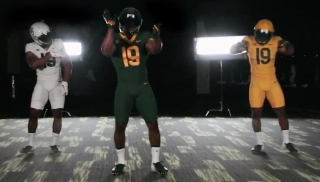 a76c4eccf51 Aside from the self-plagiarism, it's hard to hate a Baylor uniform that's  nothing but green, gold and white. Gone are the black, the chrome and the  gray of ...