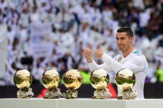 Криштиану Роналду с наградами лучшему футболисту