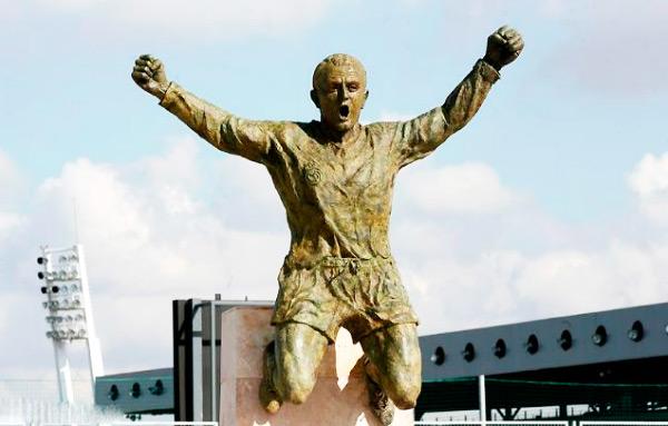 Скульптура Альфредо Ди Стефано возле Бернабеу
