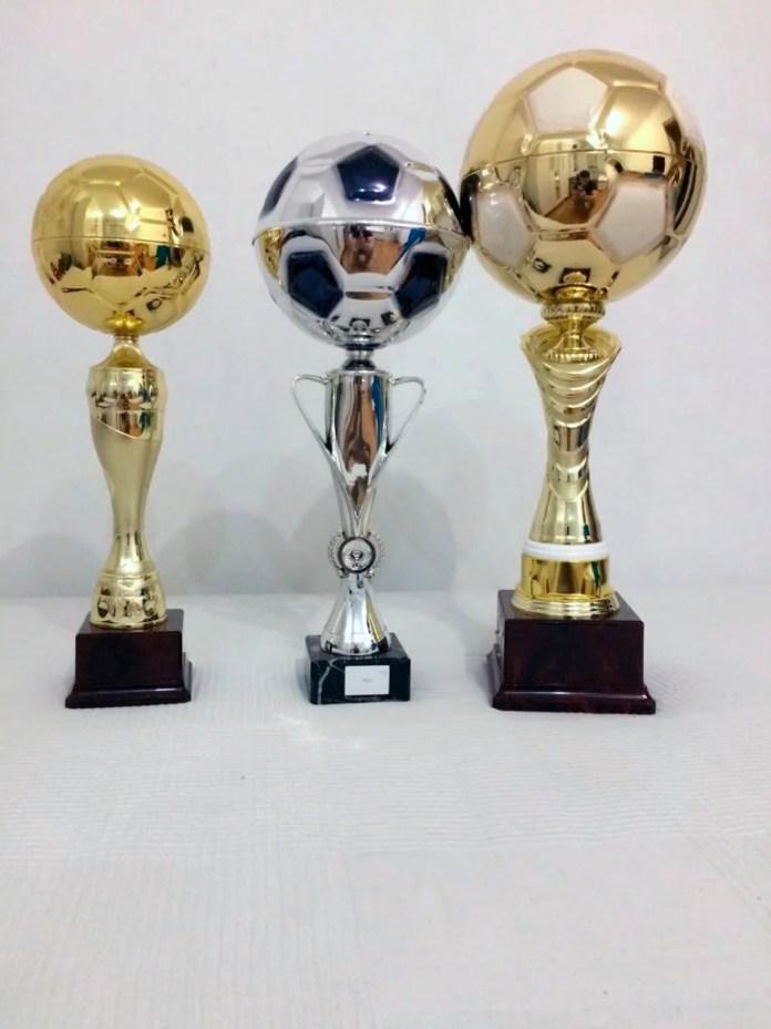 Подарочные футбольные кубки