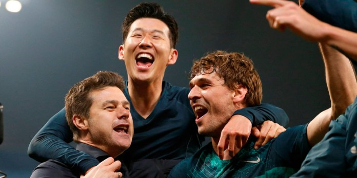Игроки Тоттенхэма радуются победе
