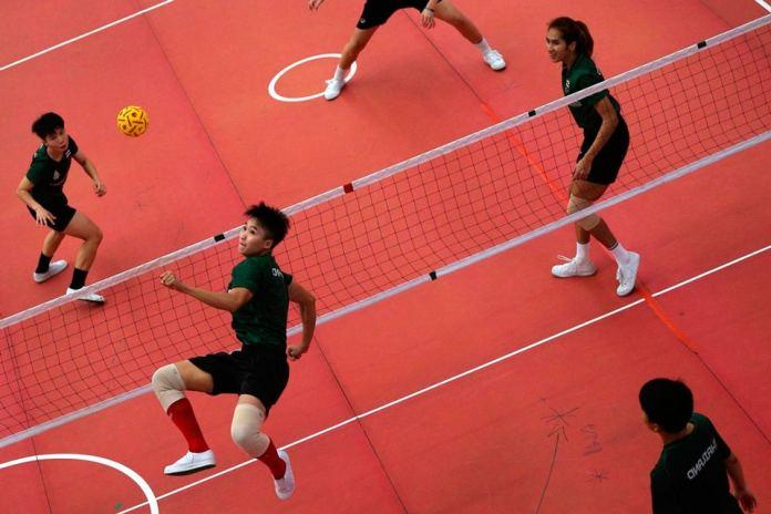 Волейбол ногами через сетку