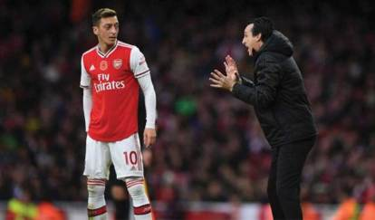 Mesut-Ozil-With-Unai-Emery-Arsenal-Formar-Coach