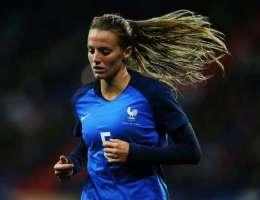 Sandie Toletti est titulaire avec l'équipe de France pour affronter la Suisse ce mardi