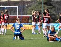 Le Milan a écrasé l'Inter et la Juve a atomisé Bari lors de la 17e journée de Serie A