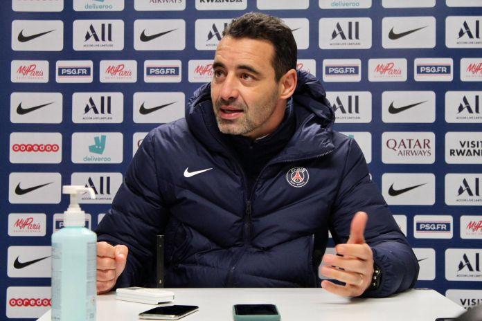 Olivier Echouafni en conférence de presse avant PSG-OL en Ligue des championnes