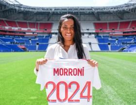 Perle Morroni signe à l'OL.