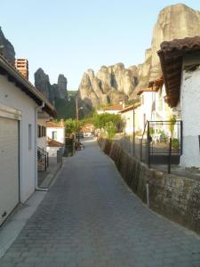 The streets of Metéora..