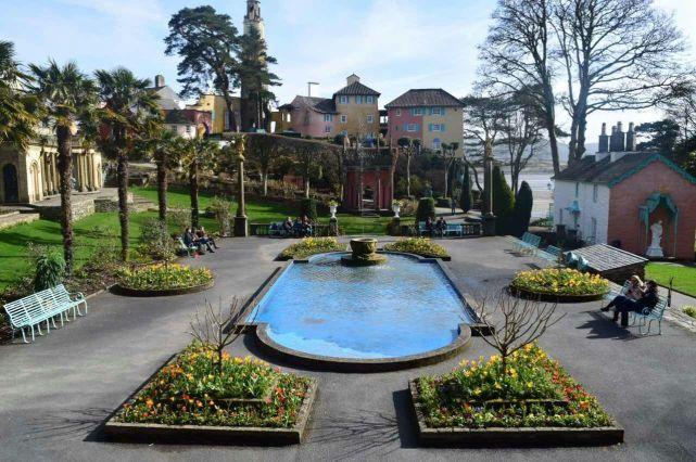 Portmeririon Square