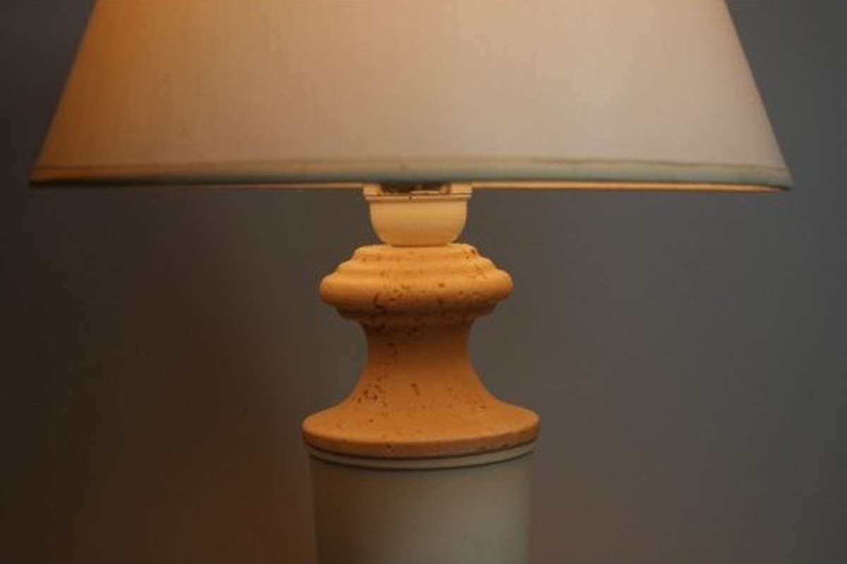 Secondhand Hotel Furniture  Lighting  26x White Bedside Lamps  Peterborough Cambridgeshire