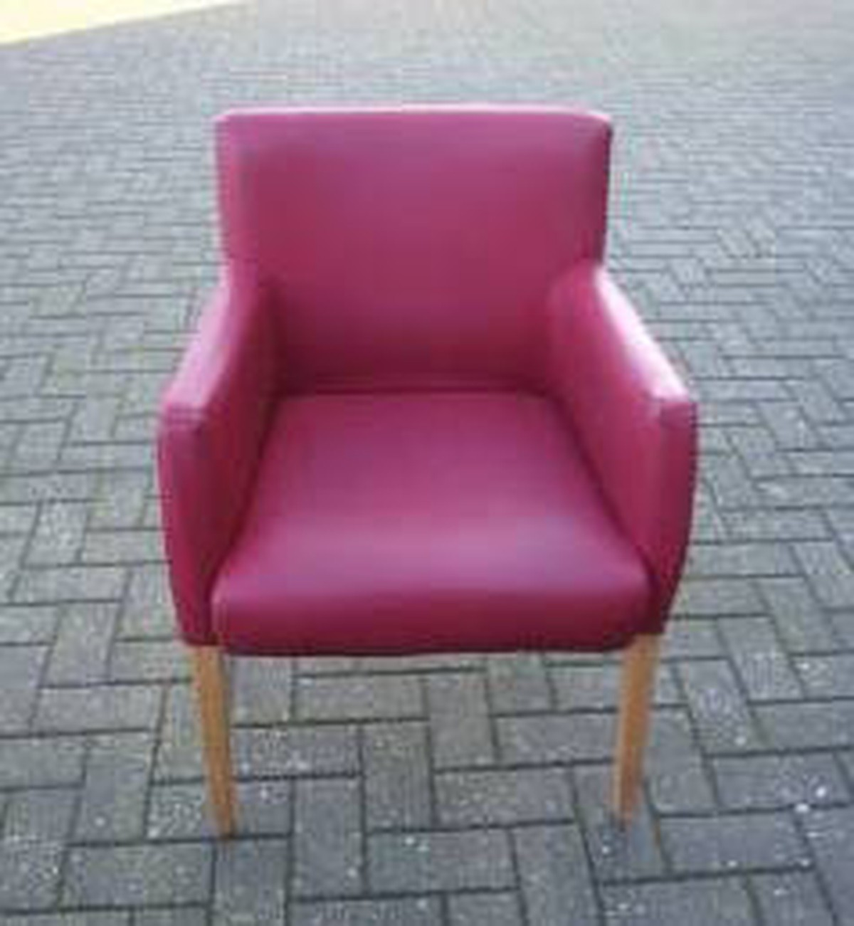 respray leather sofa naleigh expandable table secondhand chairs and tables restaurant 20x tub