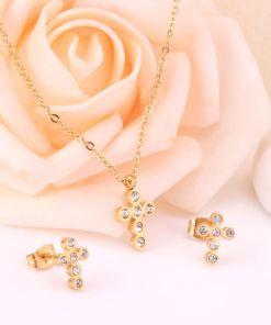 Conjunto cadena con colgante y pendientes Cruz con piedras