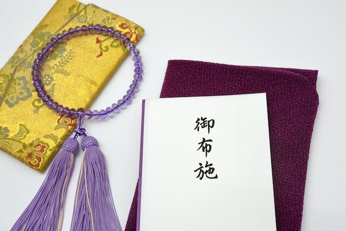 お布施と書かれた袋の画像