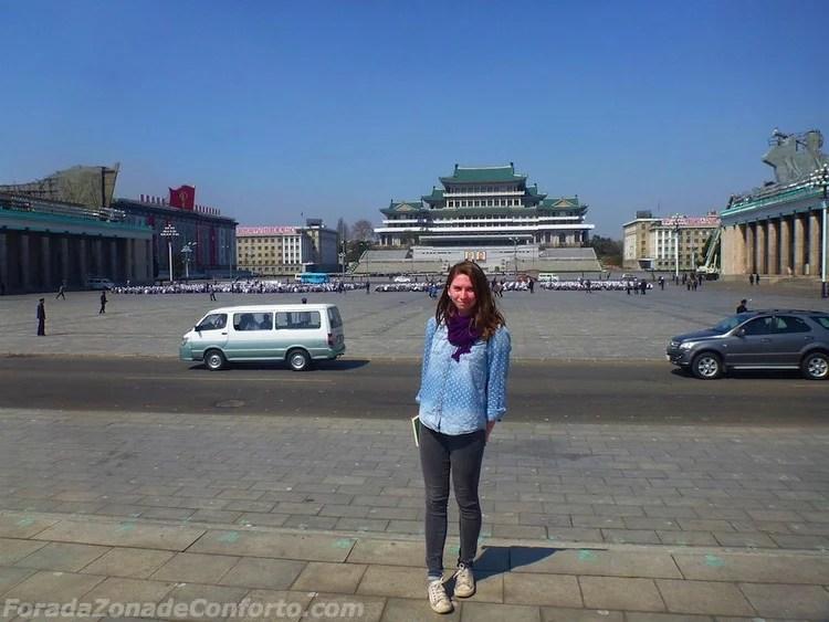 Turista Americana em Pyongyang praça Kim-il sung Coreia do Norte