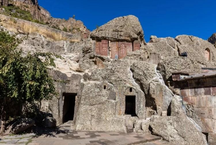 Mosteiro Geghard visitar a armenia