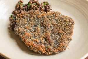 Venison jaegershnitzel with a Leccinum mushroom crust