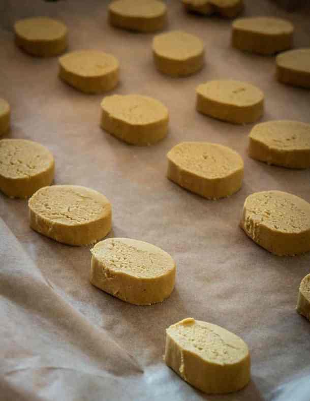 Pine pollen and honey cookies