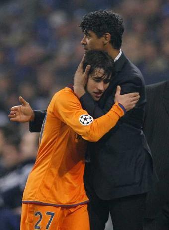 Bojan abraçat per un gran entrenador