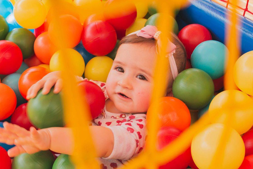 Nutrir a mente, construir o cérebro: Brincar com bolas