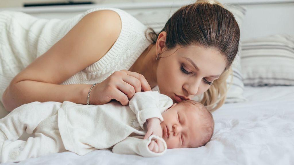 Dormir ou não dormir com o bebé?