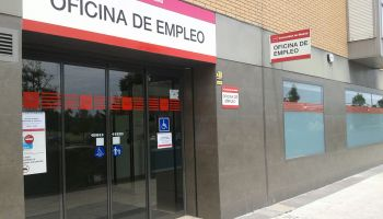 Trabajo estudia un subsidio de 430 euros para los parados que hayan agotado sus ayudas