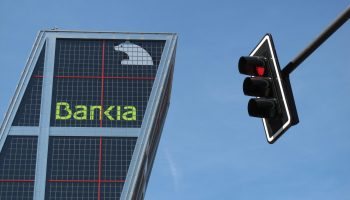 Bankia y Caixabank estudian su fusión para crear el banco más grande de España