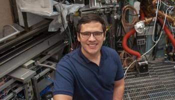Pablo Rodríguez-Fernández, asociado posdoctoral en el Centro de Ciencia del Plasma y Fusión (PSFC) del Massachusetts Institute of Technology (MIT) que aparece en la lista 30 Under 30 2021 de Forbes. Foto: MIT
