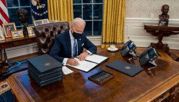 Quitar el botón para pedir Coca-Cola y otros cambios que Biden ha hecho en el despacho Oval