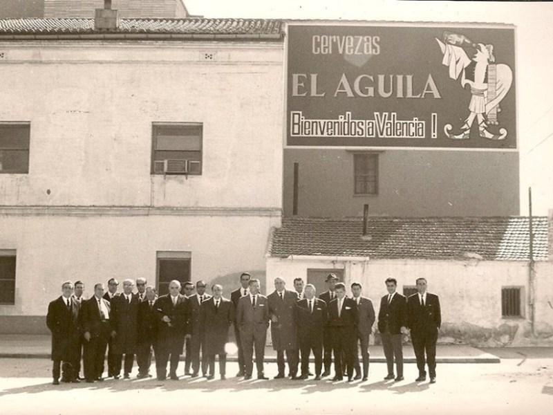 El Águila abre su primera fábrica en Valencia en 1949.