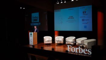 Jaume Collboni, primer teniente de alcalde del Ayuntamiento de Barcelona, ha inaugurado el primer FORBES Summit Sustainability Barcelona 2021. (Foto: Joan Mateu Parra)