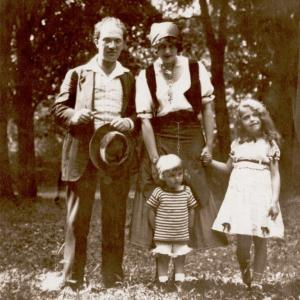 Franz and Maria Schreker with their children Ottilie and Imanuel c. 1916