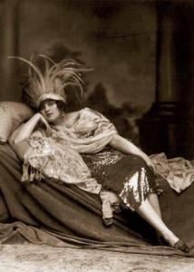 Maria Schreker as the glamorous courtesan Grete in 'Der ferne Klang'
