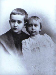 Erich Wolfgang aged 2 with his brother Hans Robert