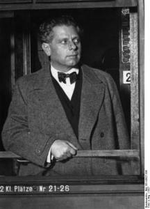 Max Reinhardt in transit