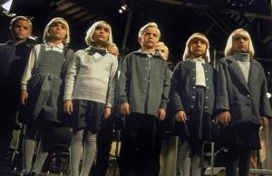 VILLAGE OF THE DAMNED, Thomas Dekker (extreme left), 1995, (c) Universal