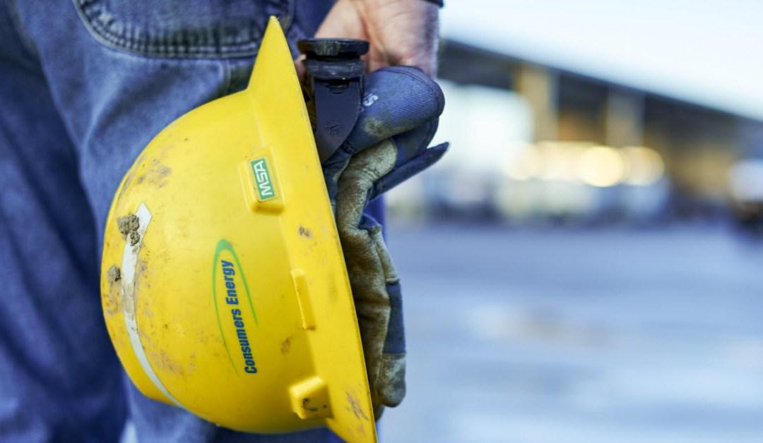 Hometown Hero: Employee Helps Elderly Customer who Drove Lawn Mower into Lake