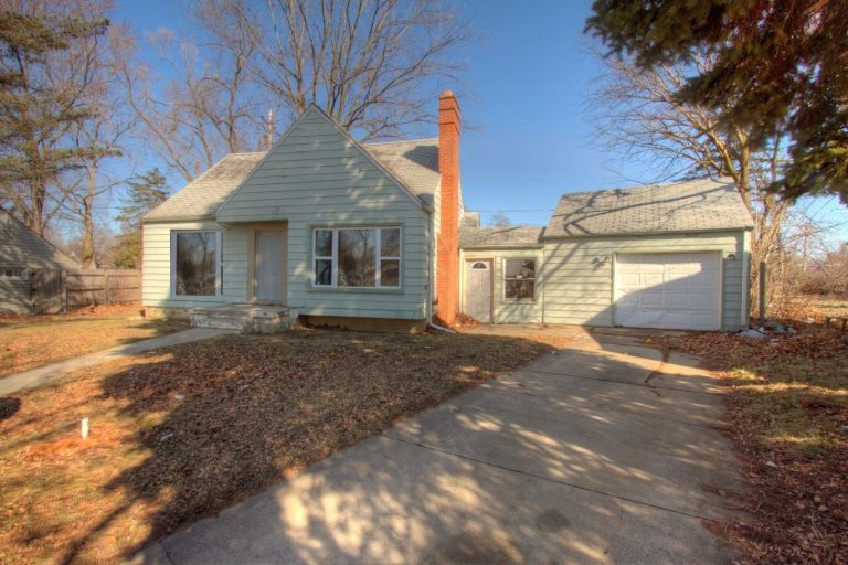 CHARMING 3 BEDROOM CAPE COD HOME IN FLINT, MICHIGAN GREAT INVESTMENT HOUSE 1