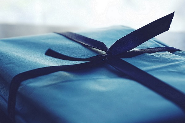 Present for coffee lover - blue gift wrap
