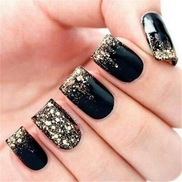 Black and Gold Glitter Nail Art.