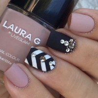 15 Very Unique Chevron Nail Designs