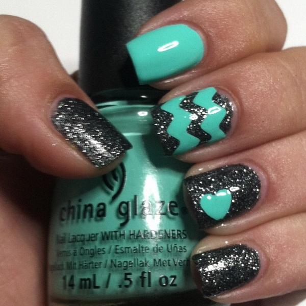 Sparkly Turquoise & Dark Gray Chevron Nail Art.