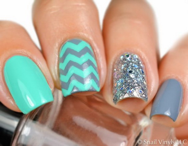 Medium Chevron Nail Art.