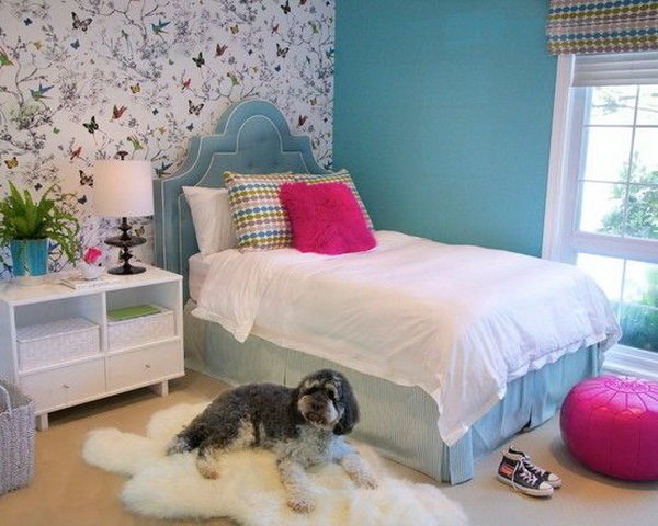 Blue bedroom ideas for teenage girls. Blue painted walls and blue bed, floral wallpaper...A chic ways to design a small bedroom for teenage girls.