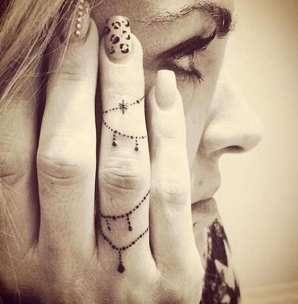 50 Beautiful Finger Tattoo For Women For Creative Juice