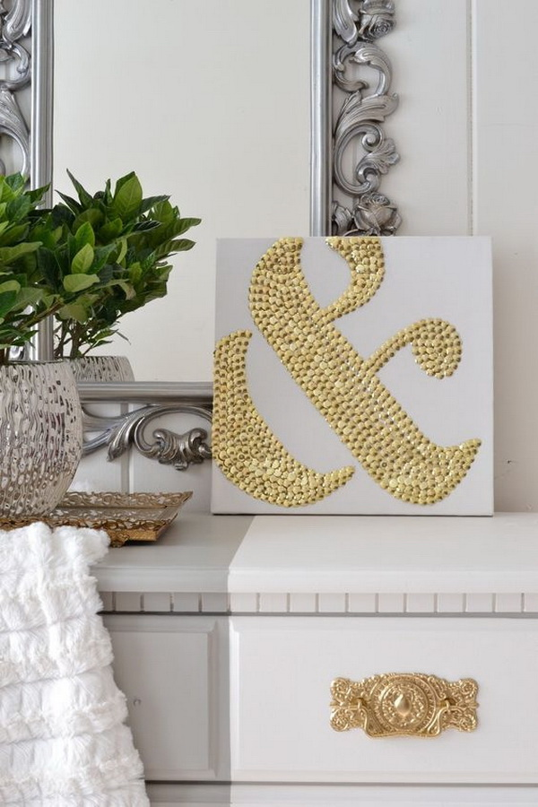 DIY Ampersand Art Using Thumbtacks:Use the cheap thumbtacks from the dollar store to make this stunning ampersand wall art for your home decor! Totally low budget with hign impact!