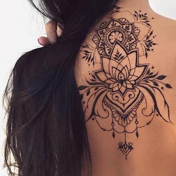 Impresionante Mandala Lotus Tattoo en la espalda.